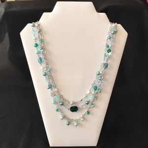 Green and pearl-like necklace
